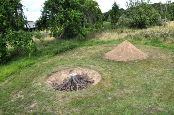 Chez madame D. - a hole and a heap - Pleumeur-Bodou 2016 - août 2016